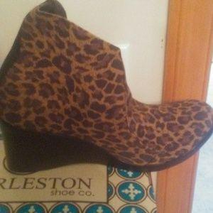 CHARLESTON SHOE CO. Women's wedged heel